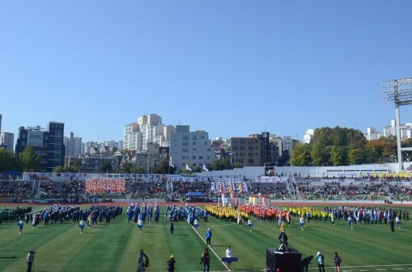 매년 10월에 열리는 이북도민체육대회 모습. 올해로 38회째를 맞는데 종종 잊지못할 에피소드를 남기기도 한다. 이북5도위원회 제공
